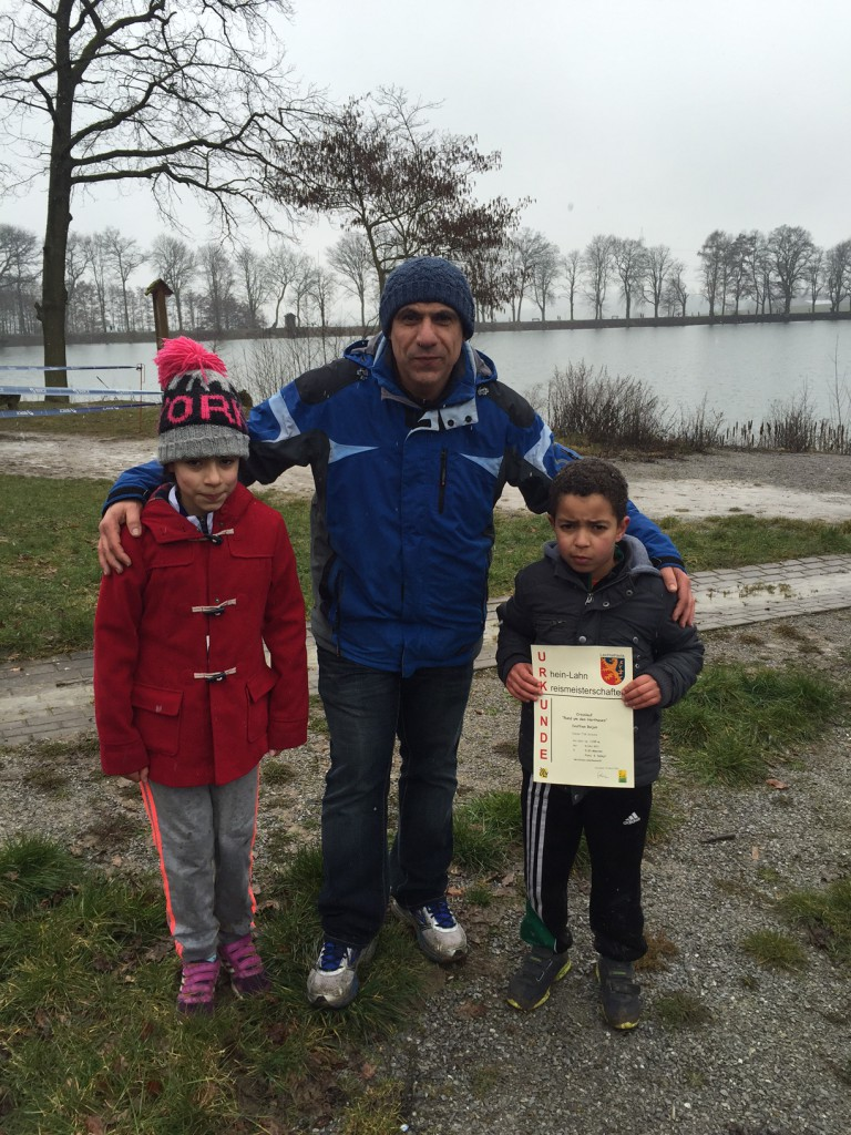 Ausländerbeauftragter der Verbandsgemeinde Diez gratuliert den erfolgreichen, stolzen Läufern.