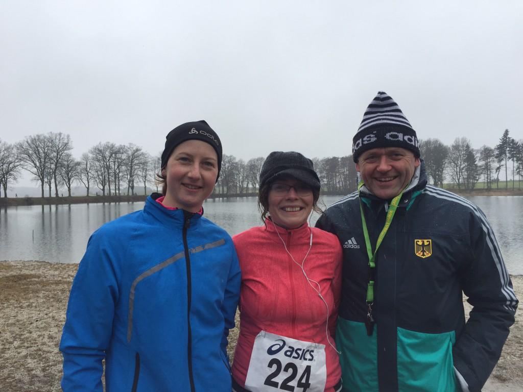 Klaus-Dieter Welker mit Julia Fischer (Foto links) und Regina Schardt - Ansprechpartner für die VfL Laufgruppe